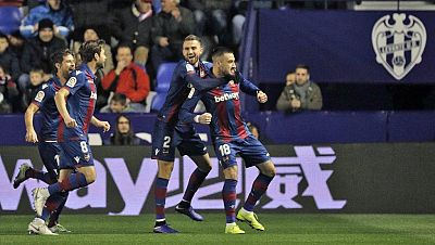 Tablero deportivo - Los goles del Levante U.D. 2 F.C. Barcelona 1 - Escuchar ahora