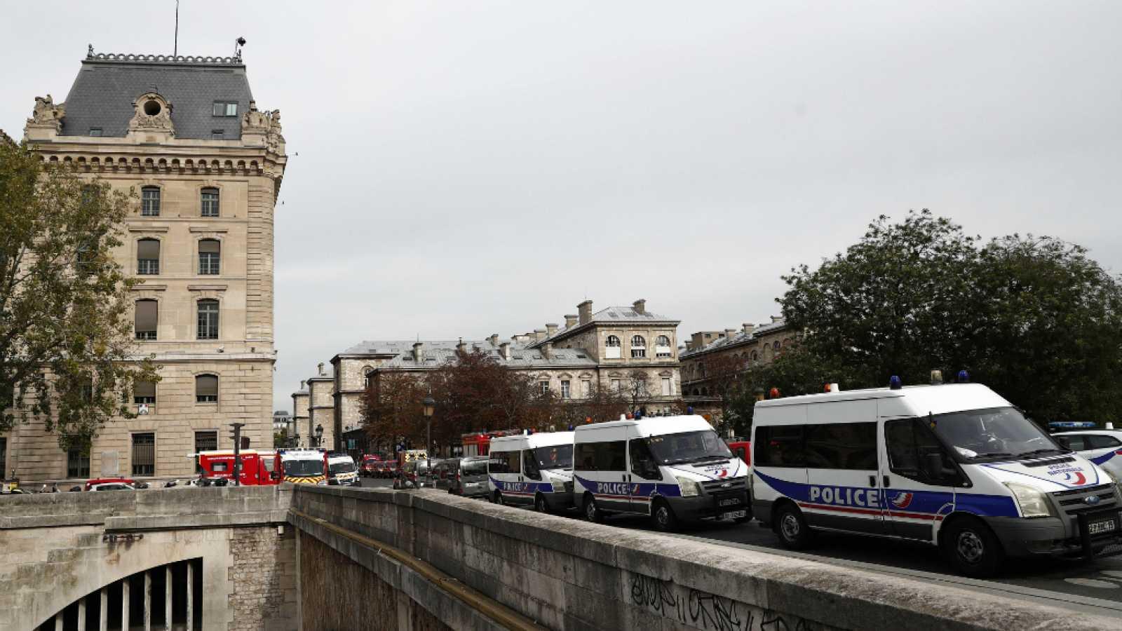 Resultado de imagen para policia mata en paris