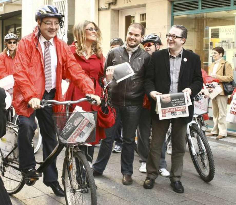 José Blanco reparte propaganda electoral