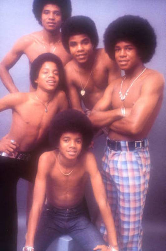 Jackson posa con sus cuatro hermanos