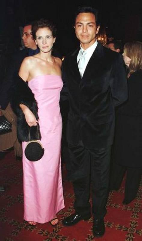 Julia Roberts y Benjamin Bratt, que fue pareja de la actriz, en 1997.