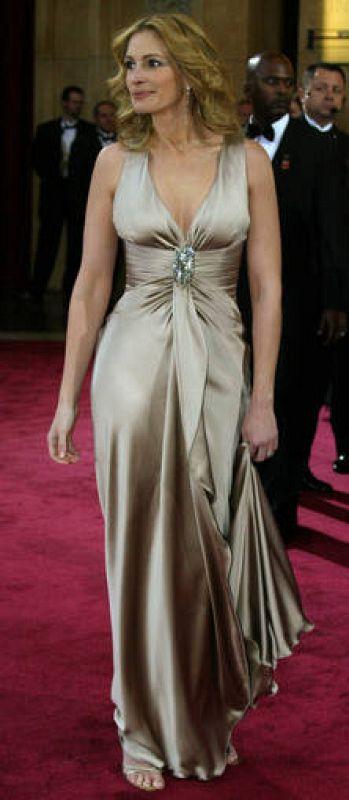 Julia Roberts en la alfombra roja de los Oscar de 2004