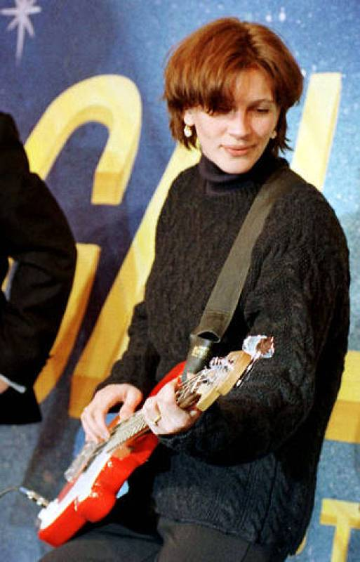 """Julia Roberts bromea en un encuentro con estudiantes de Harvard en 1997, donde se le decalró """"Mujer del Año"""""""