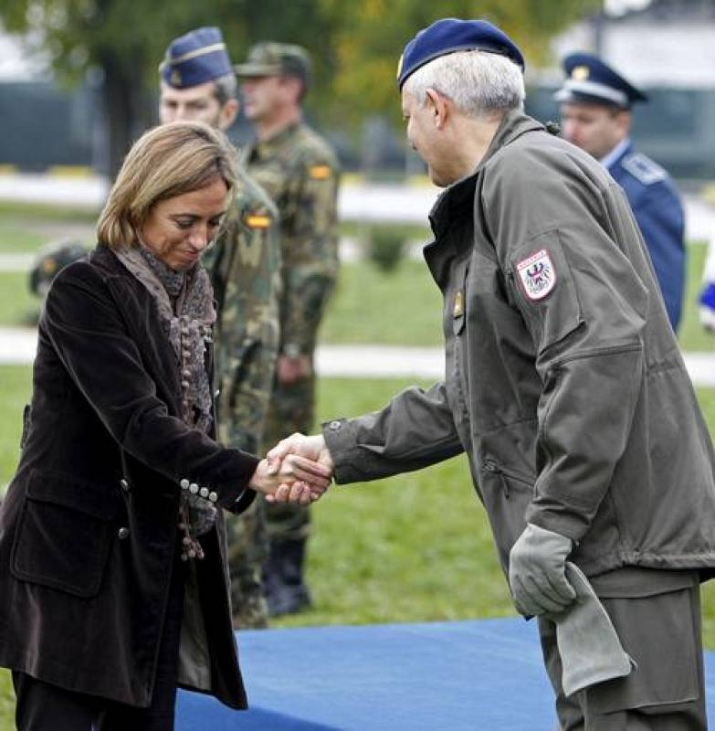 MINISTRA DE DEFENSA EN BOSNIA