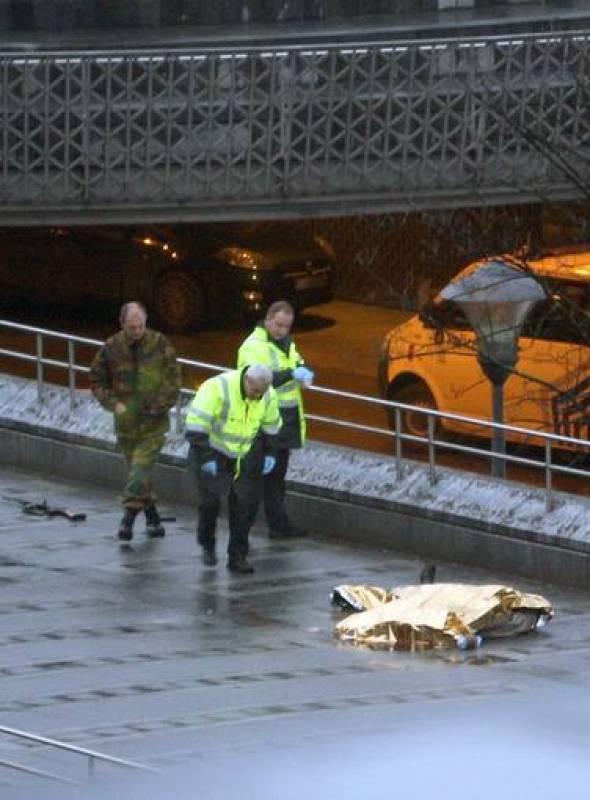 La policía analiza el que parece ser el cuerpo del atacante