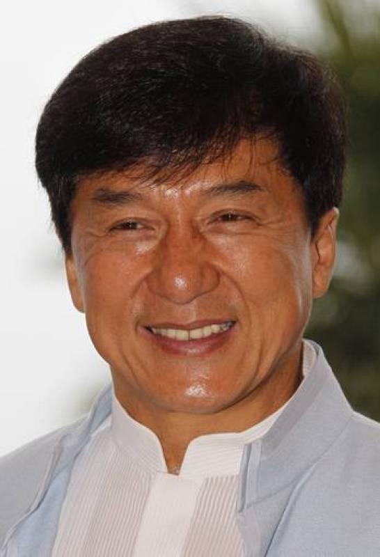 """El actor hongkonés Jackie Chan posa durante un pase gráfico de la película """"Chinese Zodiac"""", en Cannes"""
