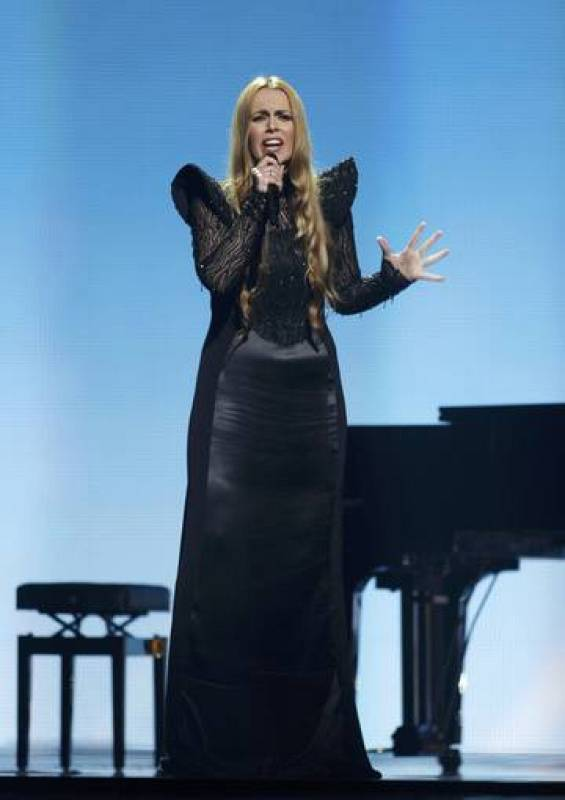 "Maya Sar of Bosnia and Herzegovina performs her song ""Korake ti znam"" during the Grand Final of the Eurovision song contest in Baku"