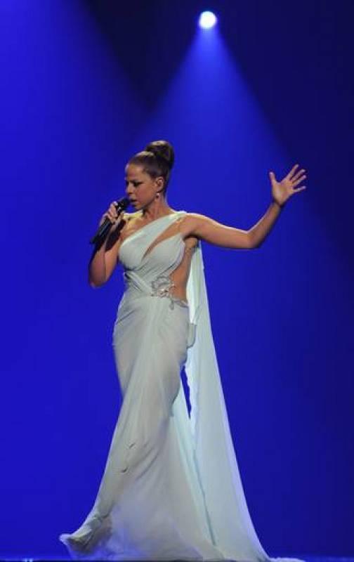 Pastora Soler caminando en el escenario - Eurovisión 2012