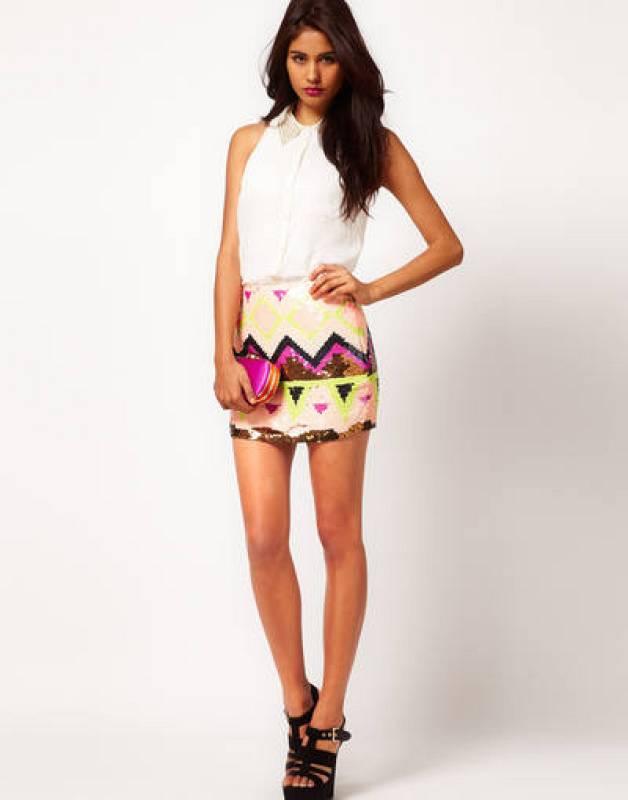 Falda de lentejuelas con estampado azteca de Lipsy (en Asos por 95,03 EUR)