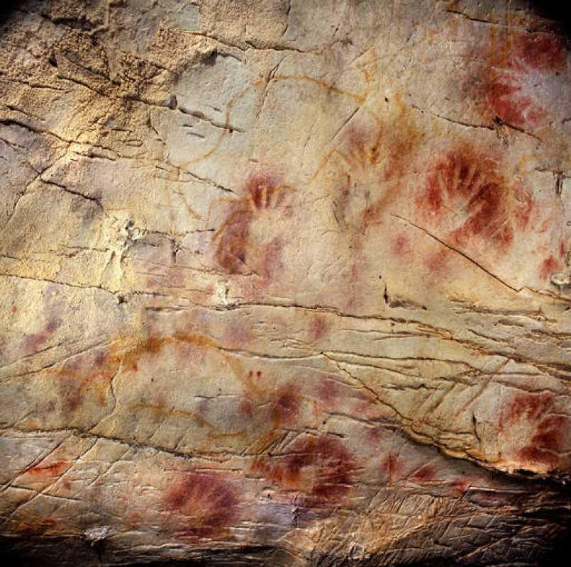 Una de las huellas del 'panel de las manos' de la cueva de El Castillo ha sido datada de hace 37.300 años de antigüedad