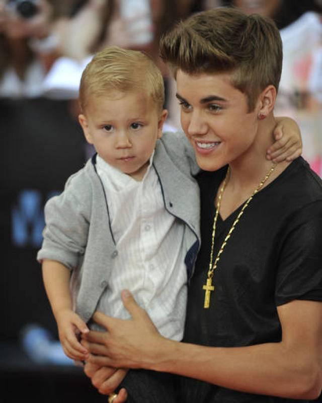 Justin Bieber y su hermano pequeño