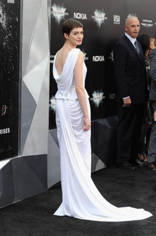 La espalda de Anne Hathaway