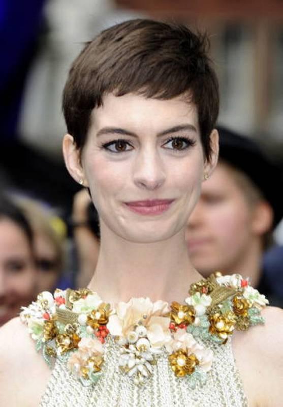 Anne Hathaway con estilo barroco