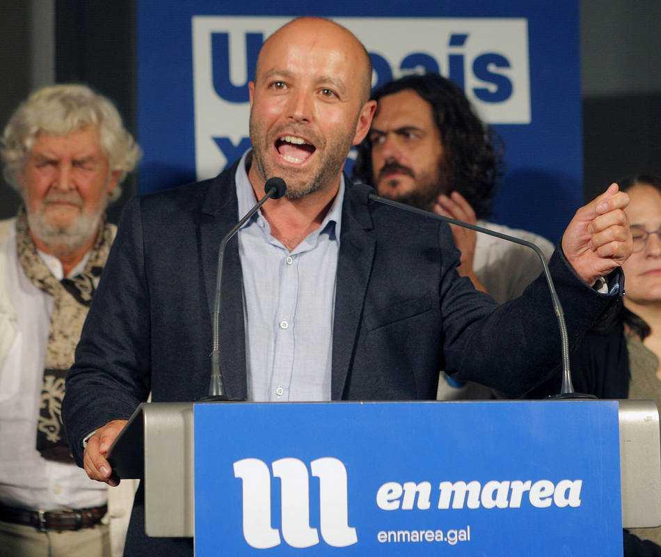 El candidato de En Marea, Luís Villares, durante su comparecencia en Santiago de Compostela para valorar los resulados electorales de su fuerza política