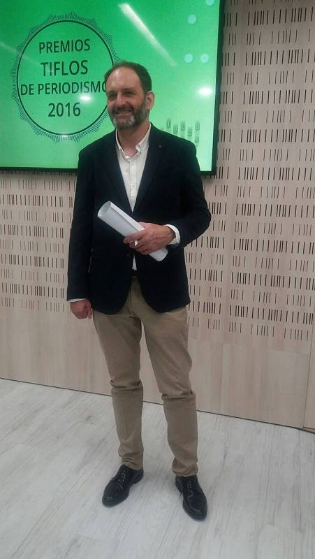 Javier Hernández recoge el premio Tiflos de periodismo 2017 en la categoriá de radio