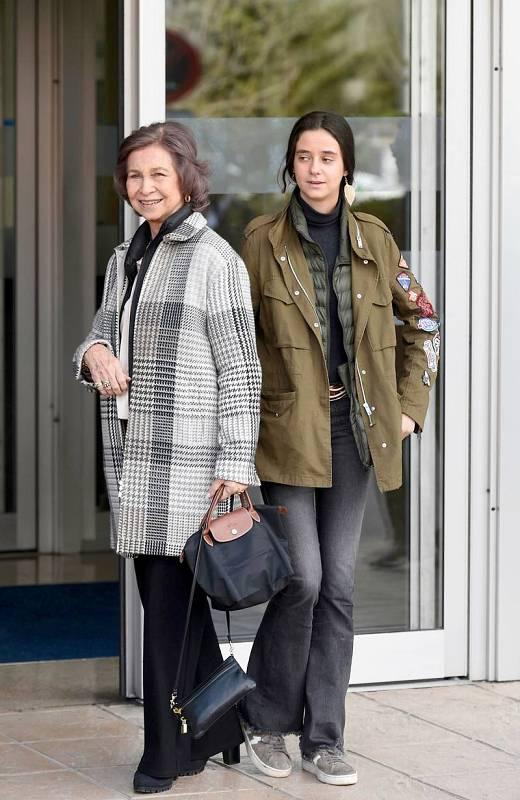 La reina emérita Sofía junto a su nieta Victoria Federica