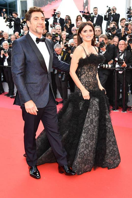 Javier Bardem junto a Penélope Cruz antes de la proyección de 'Todos lo saben'.