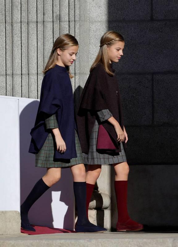 La princesa Sofía y la infanta Leonor entran juntas en el Congreso