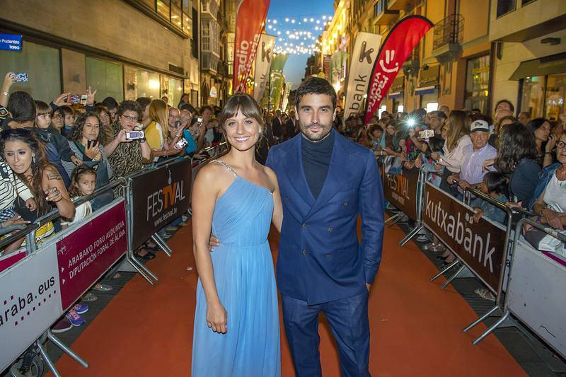 Los actores de 'El Continental', auténticas estrellas en la Alfombra Naranja del FesTVal