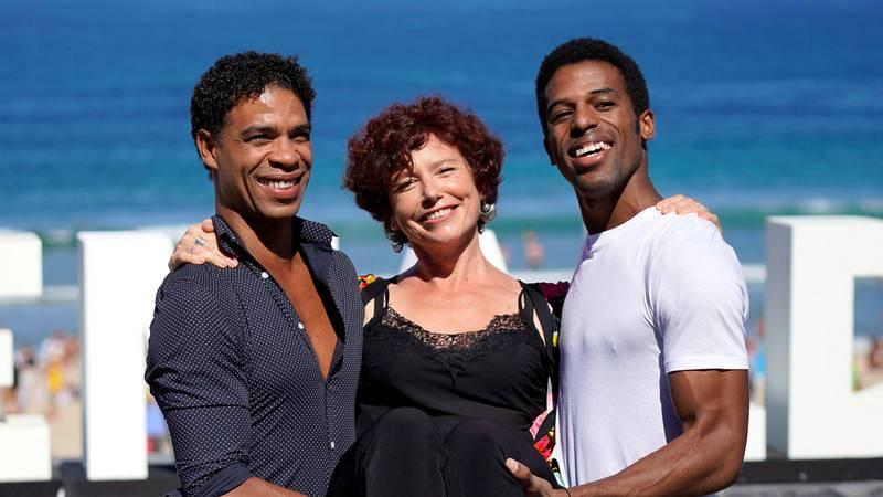 El bailarín Carlos Acosta, la directora Iciar Bolláin y el actor Keyvin Martinez, en la presentación de Yuli en San Sebastián.