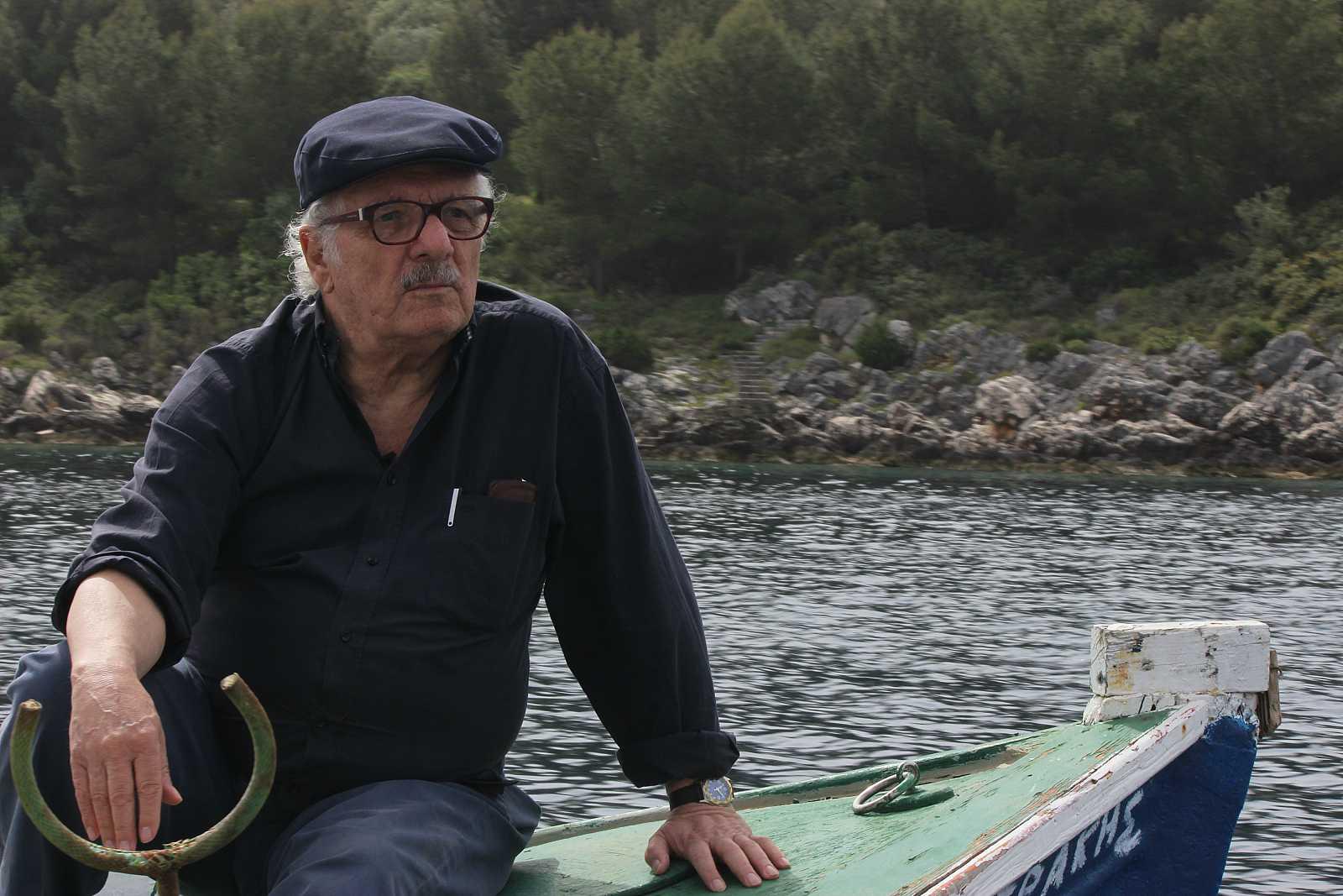 El documental acompaña a Javier Reverte en su viaje a Ítaca rememorando su vida personal y profesional