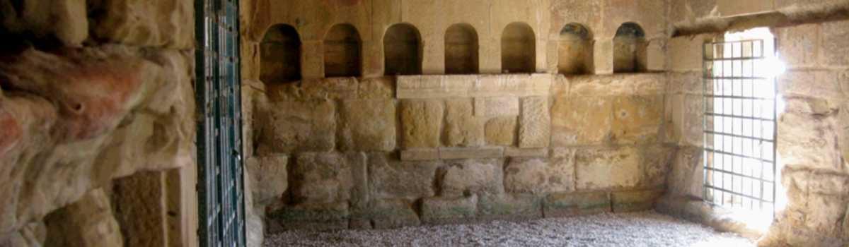 Las termas romanas eran recintos públicos destinados a baños típicos de la civilización romana. Las termas públicas romanas respondían a una función social y política. Fueron lugares ideales para la conversación relajada, el recreo y la relación soci