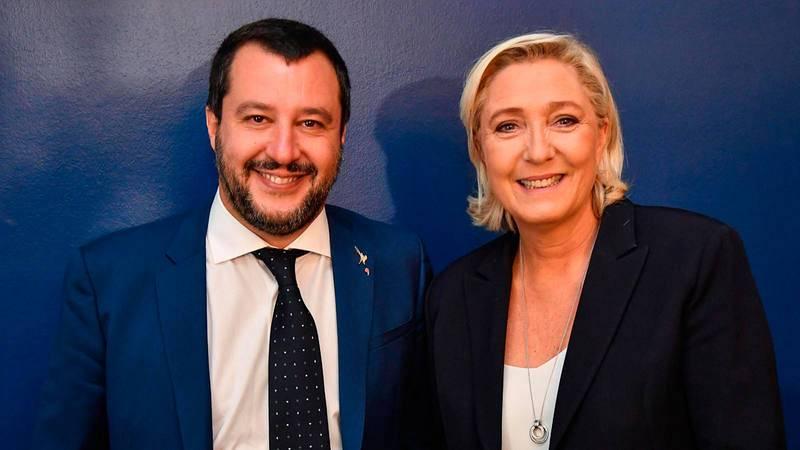 El vicepresidente iraliano y líder de la Liga, Matteo Salvini, con la ultraderechista francesa Marine Le Pen en 2018