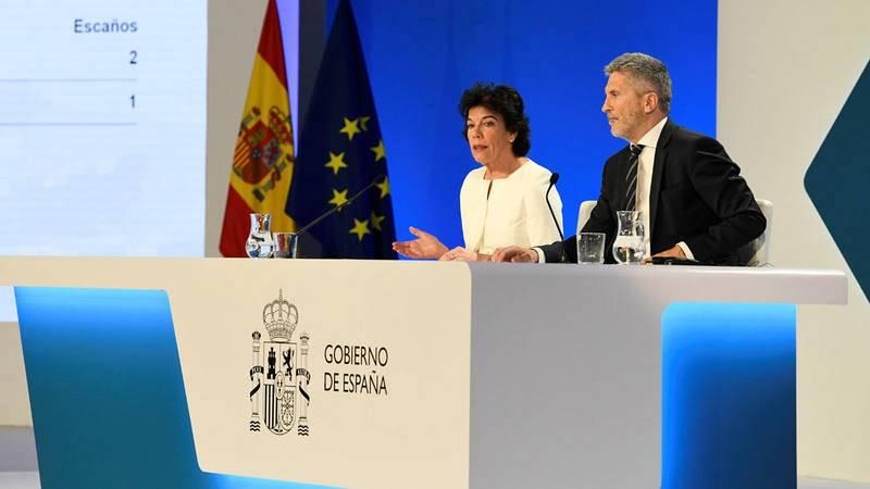 La ministra portavoz en funciones, Isabel Celaá, y el ministro del Interior, Fernando Grande-Marlaska, ofrecen los resultados de las elecciones europeas.