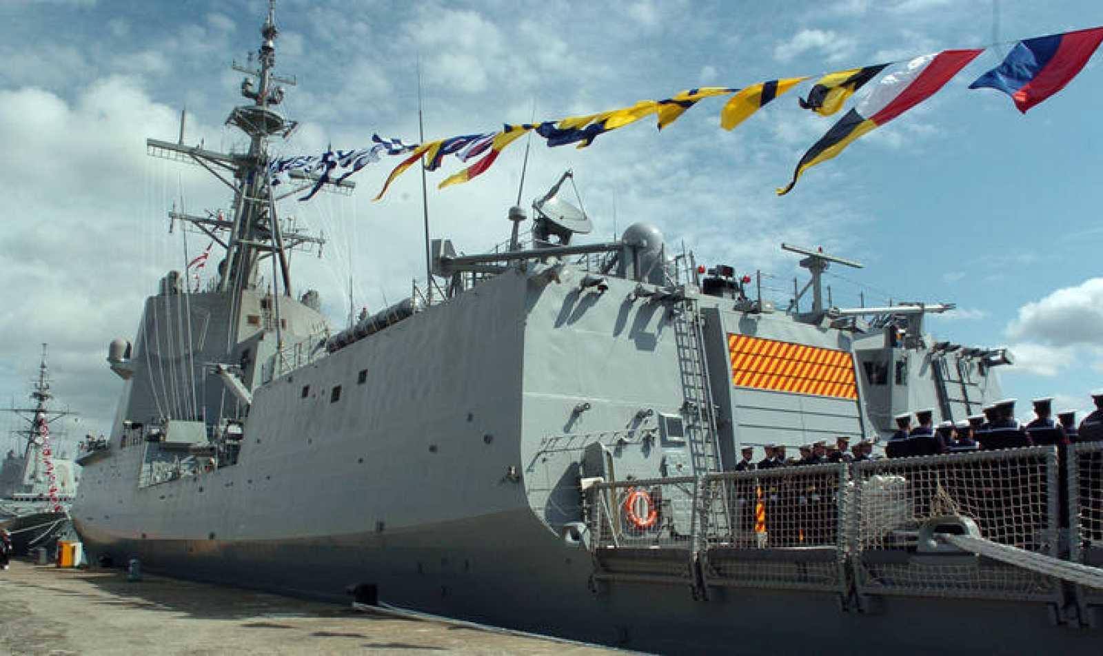 La fragata Méndez Núñez el día de su entrega al Ministerio de Defensa