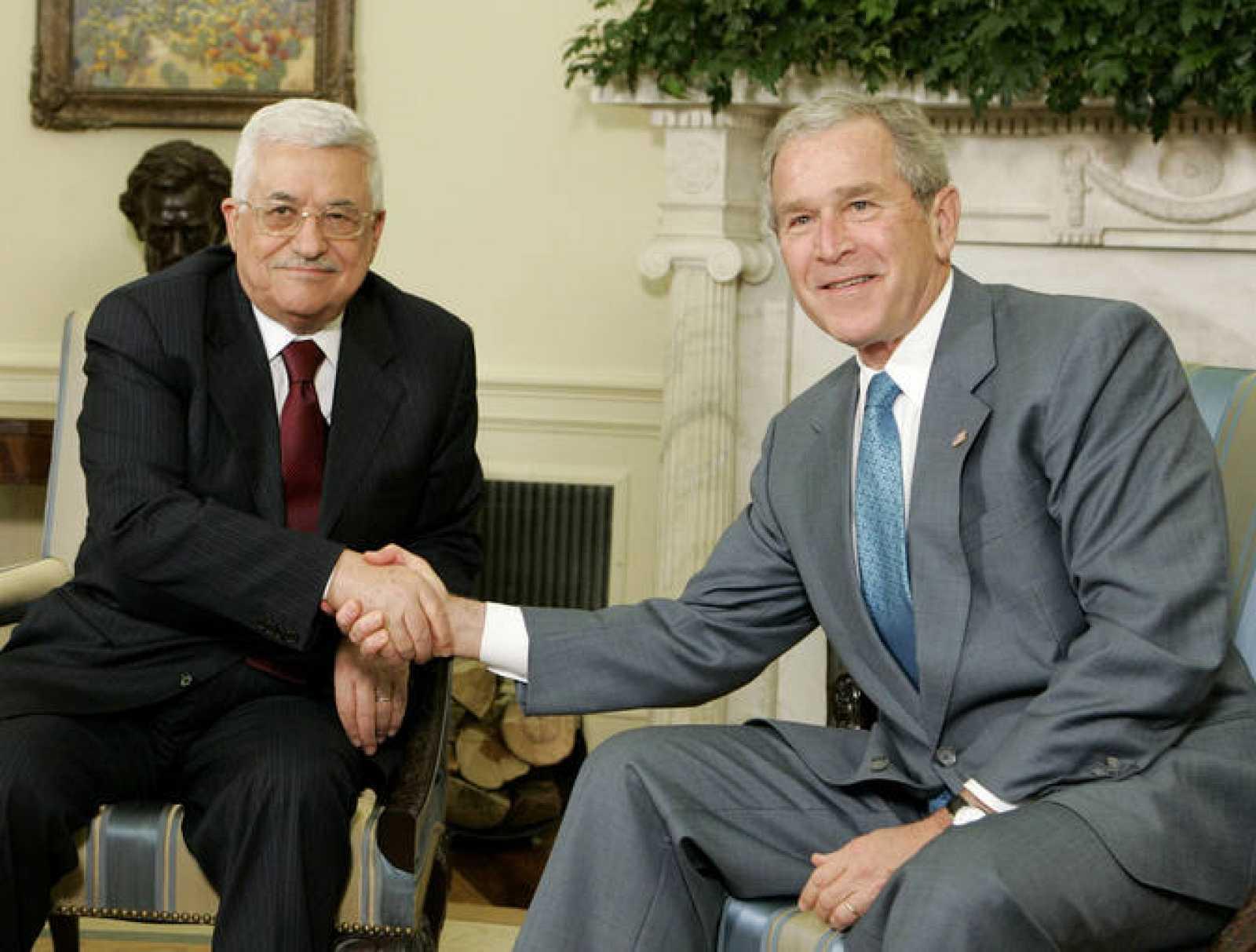 El Presidente George W. Bush se encuentra con Mahmud Abbás, Presidente de la Autoridad Palestina