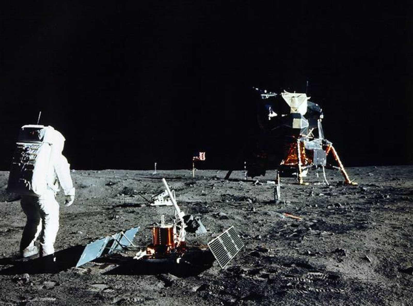 Imagen del astronauta del Apolo 11, Buzz Aldrin, en el primer paseo lunar.