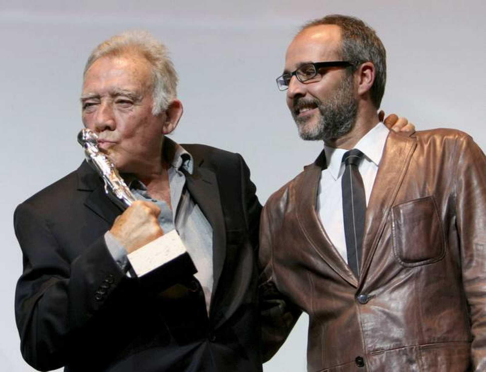 """El actor Fernando Guillén, junto a su hijo, Fernando GuillénCuervo, recoge esta noche el premio del festival """"Maria Honorífica"""" por su trayectoria profesional en el Festival Internacional de Cine de Sitges."""