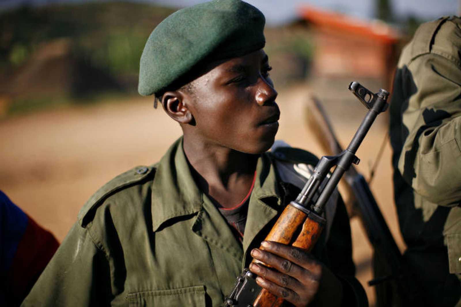 Un niño soldado, en la conflictiva frontera este de la República Democrática del Congo.