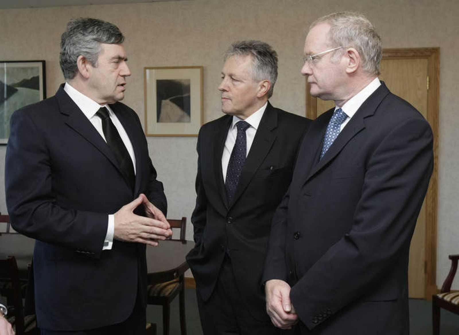 El primer ministro británico, Gordon Brown, se ha reunido con el primer ministro del Norte de Irlanda, Robinson, y con su número dos, McGuinness en el Castillo de Stormont.