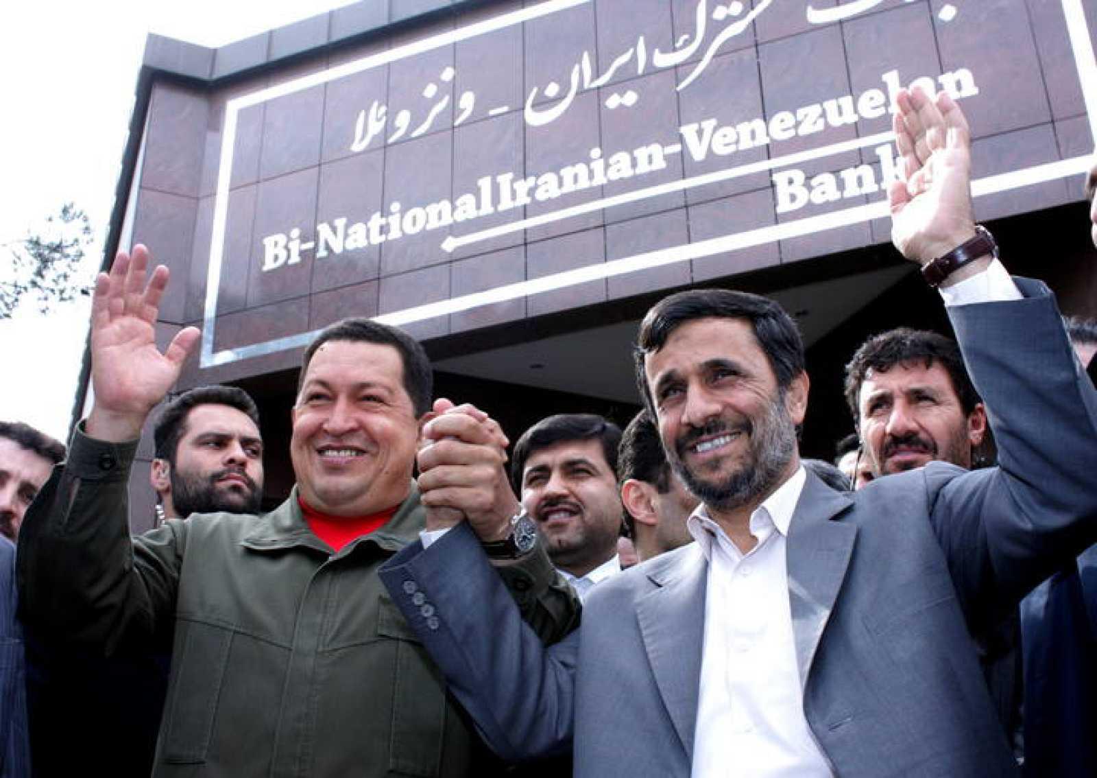 Chávez y Ahmadineyad inauguran el primer banco binacional Irán-Venezuela.