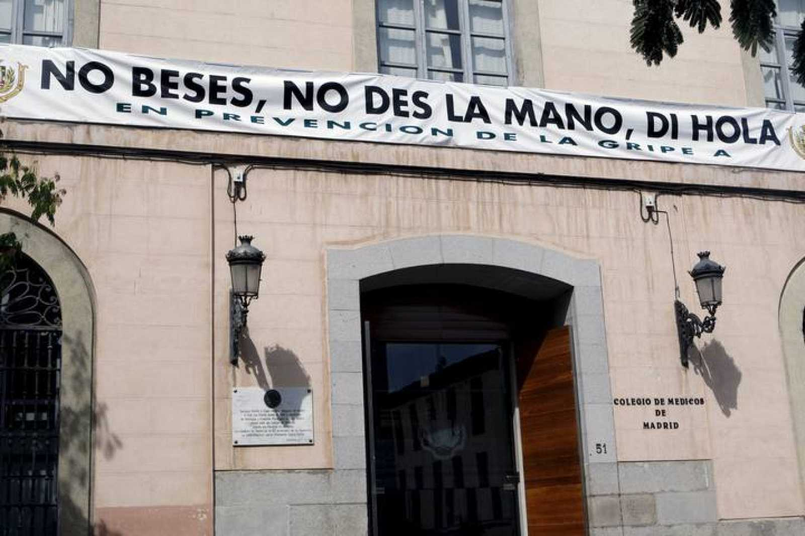 """NO BESES, NO DES LA MANO, DI HOLA"""