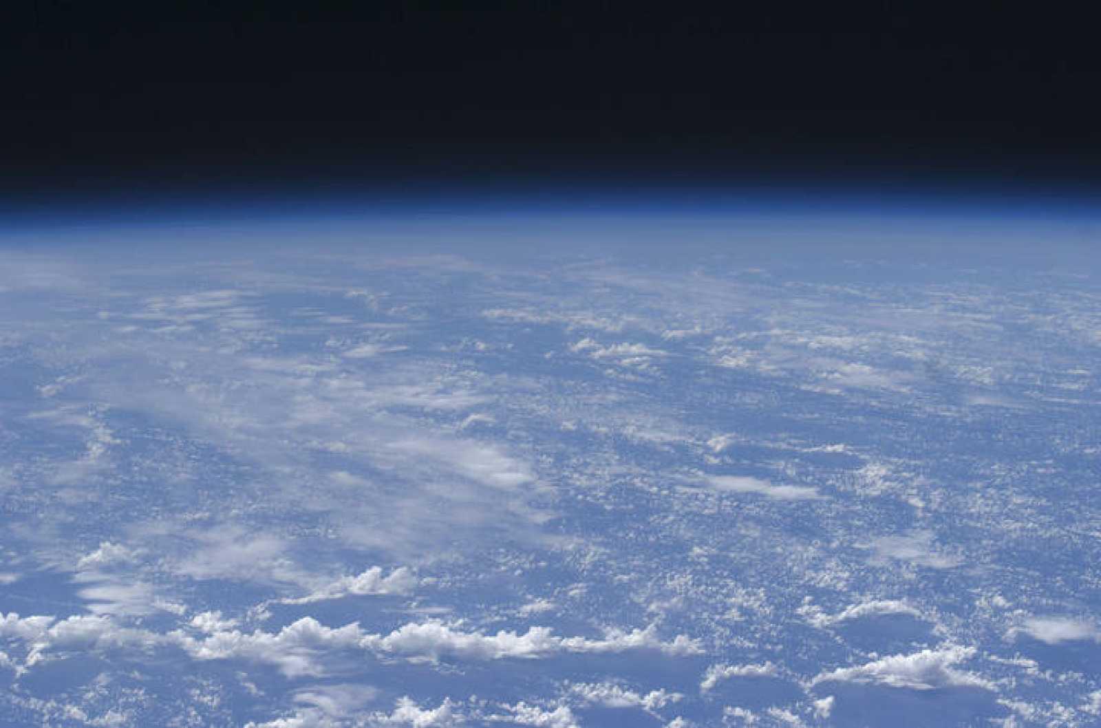 4d7e27a98eec Vista de la atmosfera terrestre tomada desde la Estación Espacial  Internacional