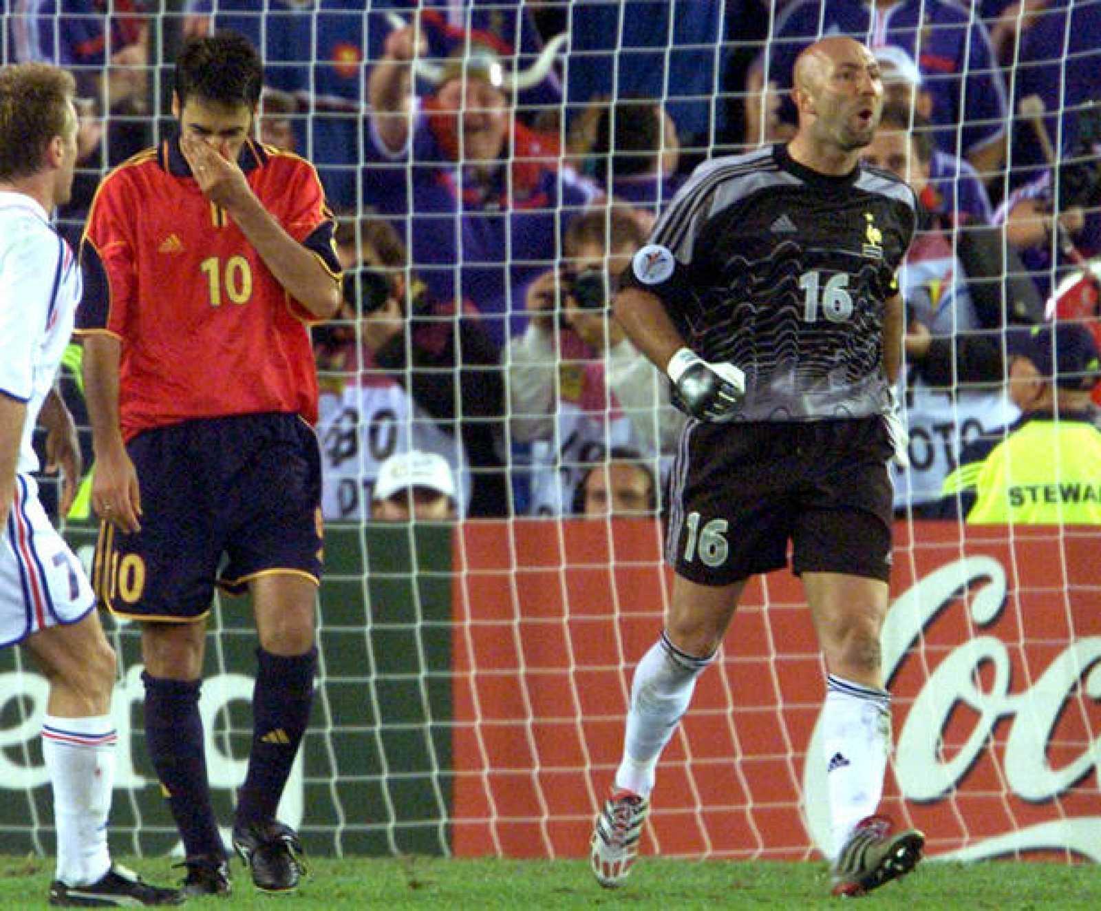 Raúl protagonizó uno de los mayores fracasos al fallar un penalti decisivo ante Francia en la Eurocopa del 2000.