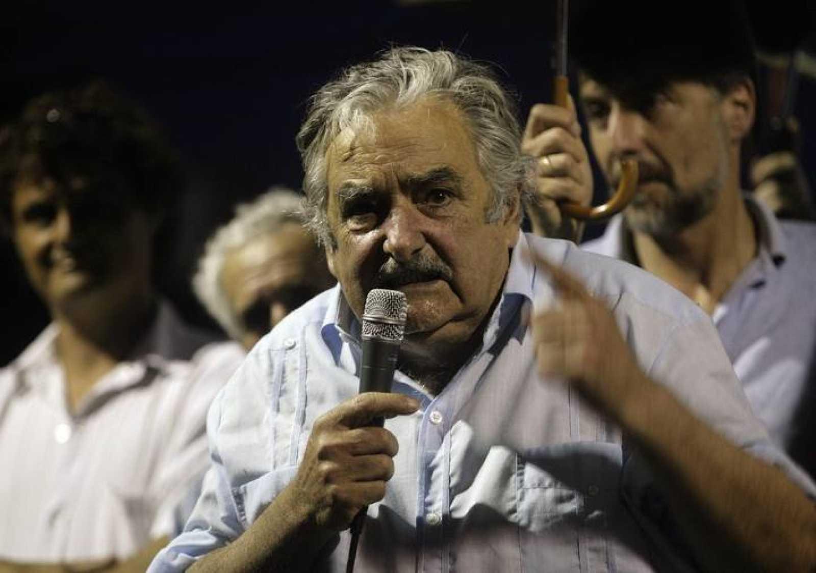 El candidato uruguayo del Frente Amplio, José Mujica, participa en uno de sus últimos actos de campaña en Maldonado, Uruguay.