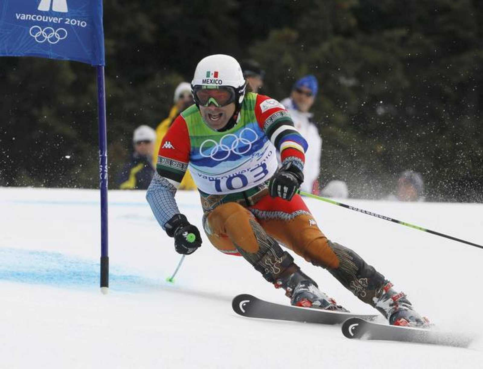Mexico's Von Hohenlohe clears a gate during the first run of the men's alpine skiing giant slalom event at the Vancouver 2010 Winter Olympics in Whistler