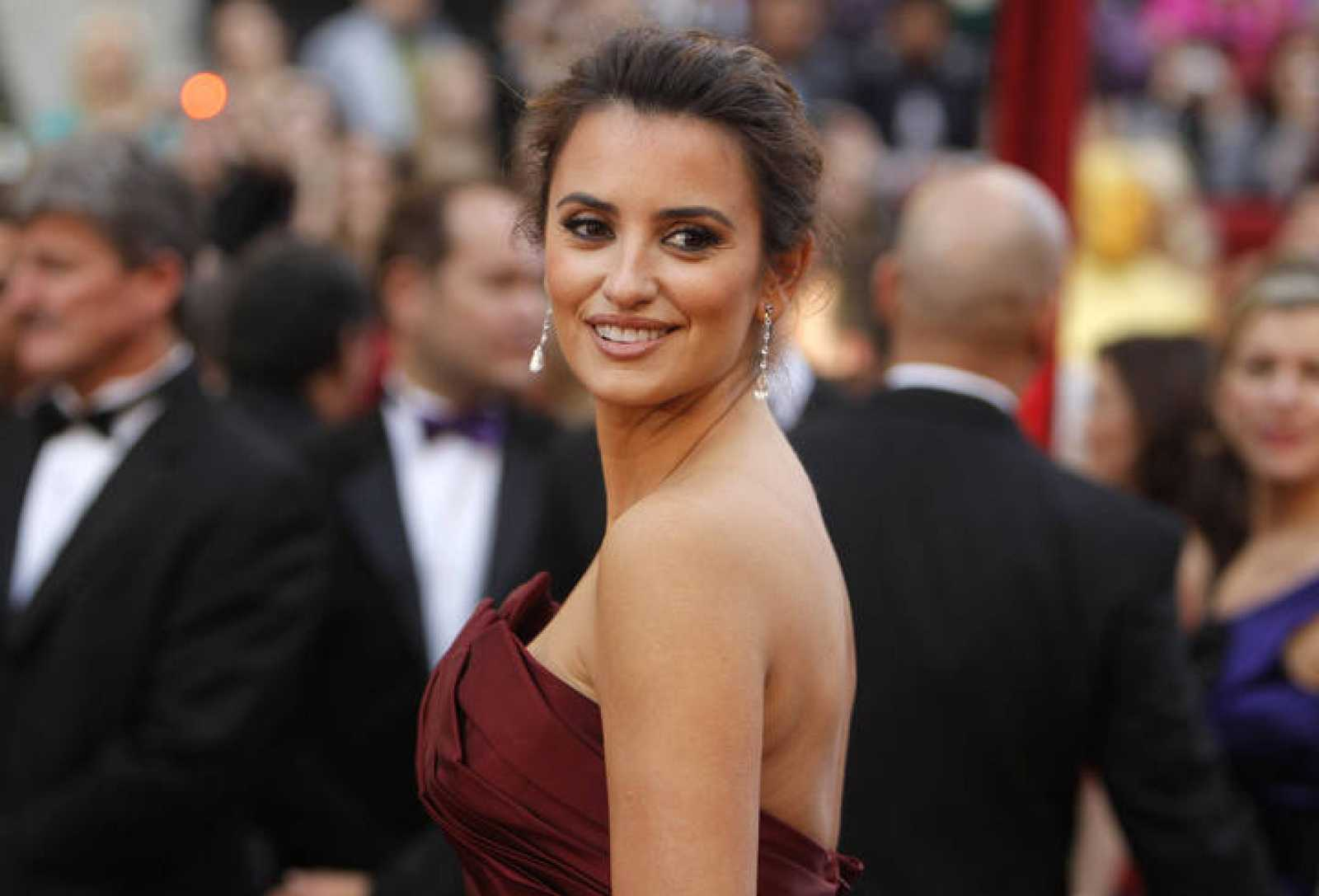 "Penelope Cruz, best supporting actress nominee for ""Nine,"" arrives at the 82nd Academy Awards in Hollywood"