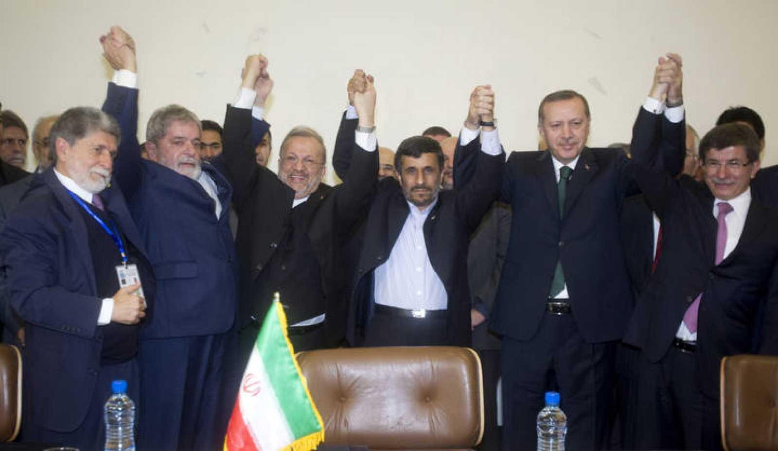 Los líderes tras firmar el acuerdo