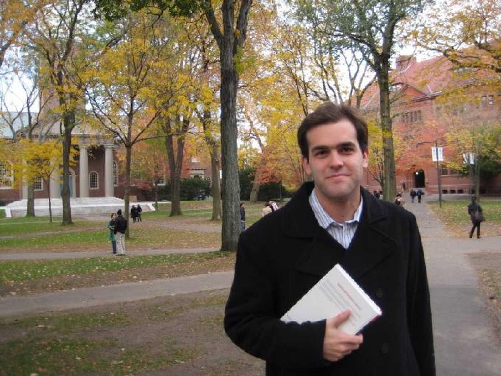 Eduardo Dávila, el primer premio nacional a la excelencia de Economía, está haciendo el doctorado en Harvard.