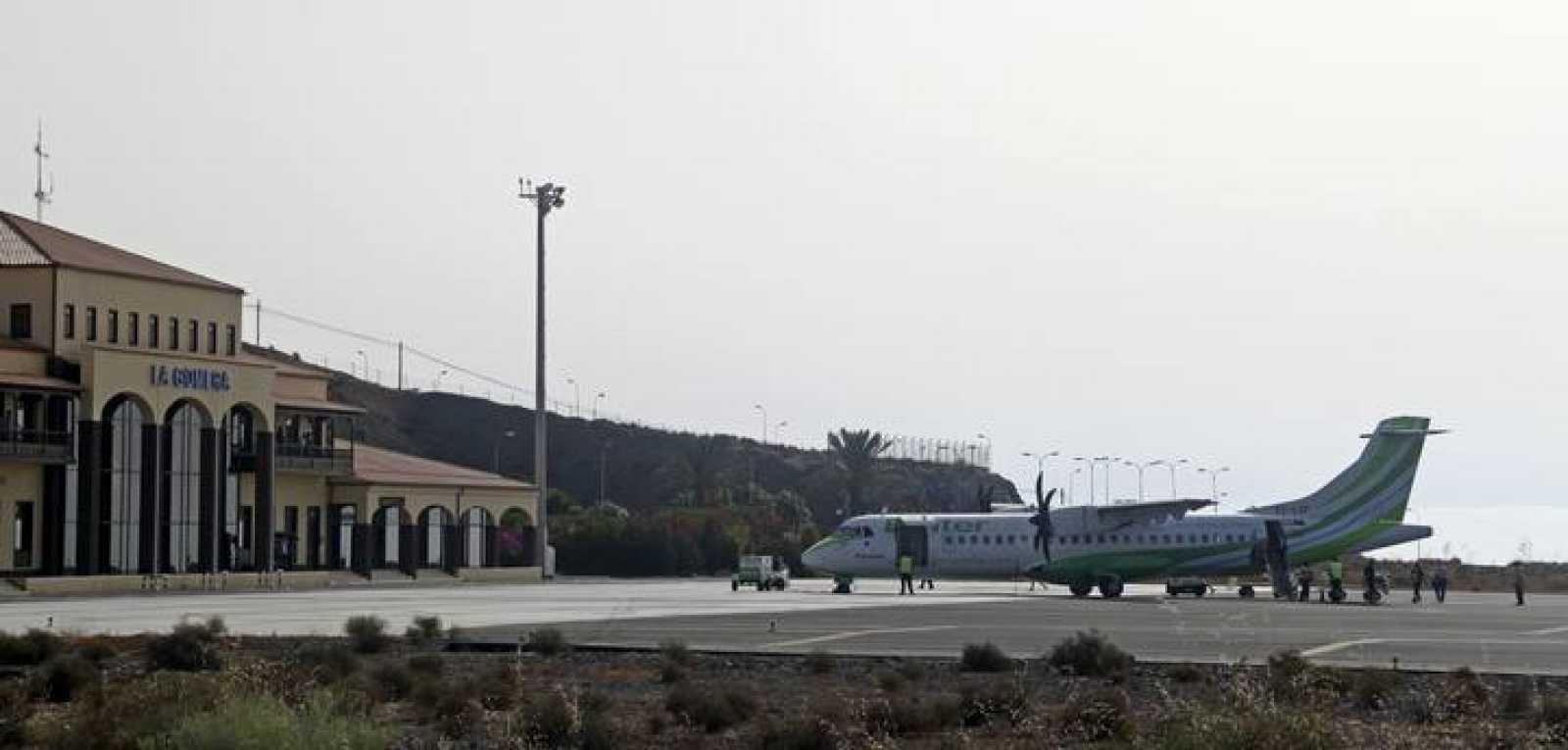 """Las aerolíneas califican de """"catastrófica"""" una huelga de controladores de varios días"""