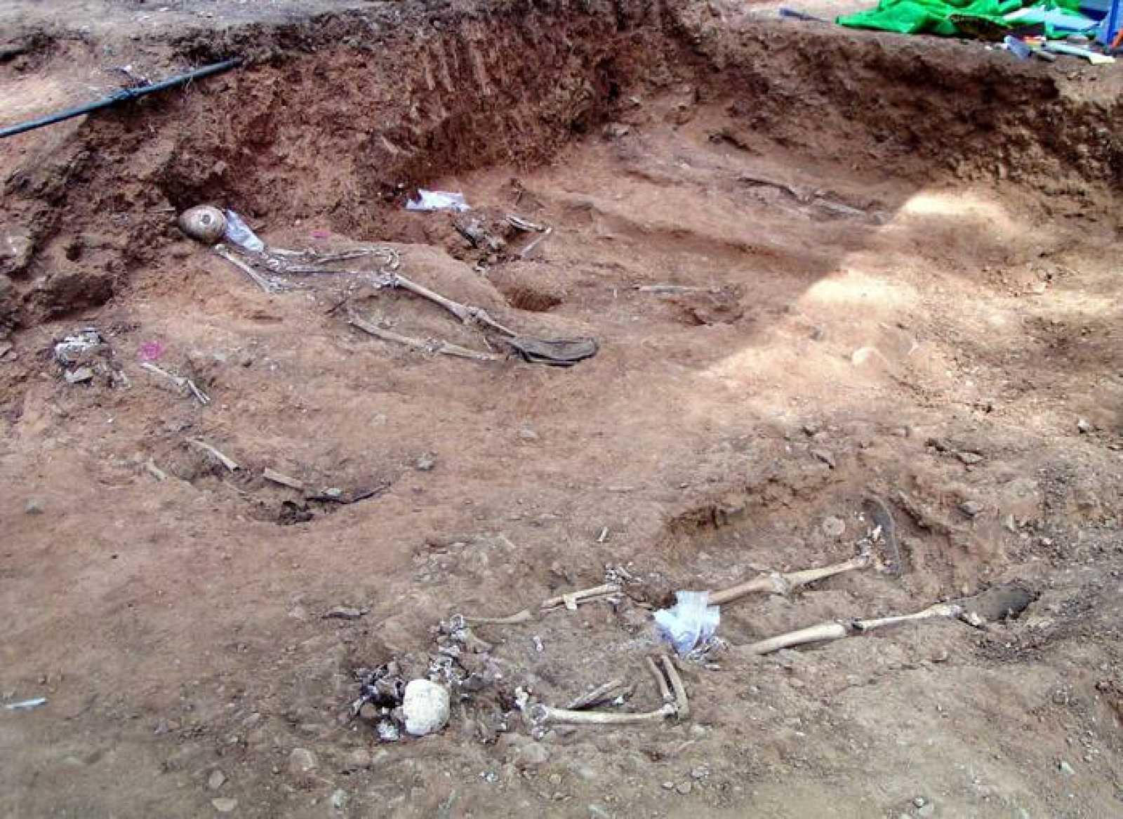 Hallan ocho cadáveres en una fosa común de Cazalla de la Sierra, en Sevilla