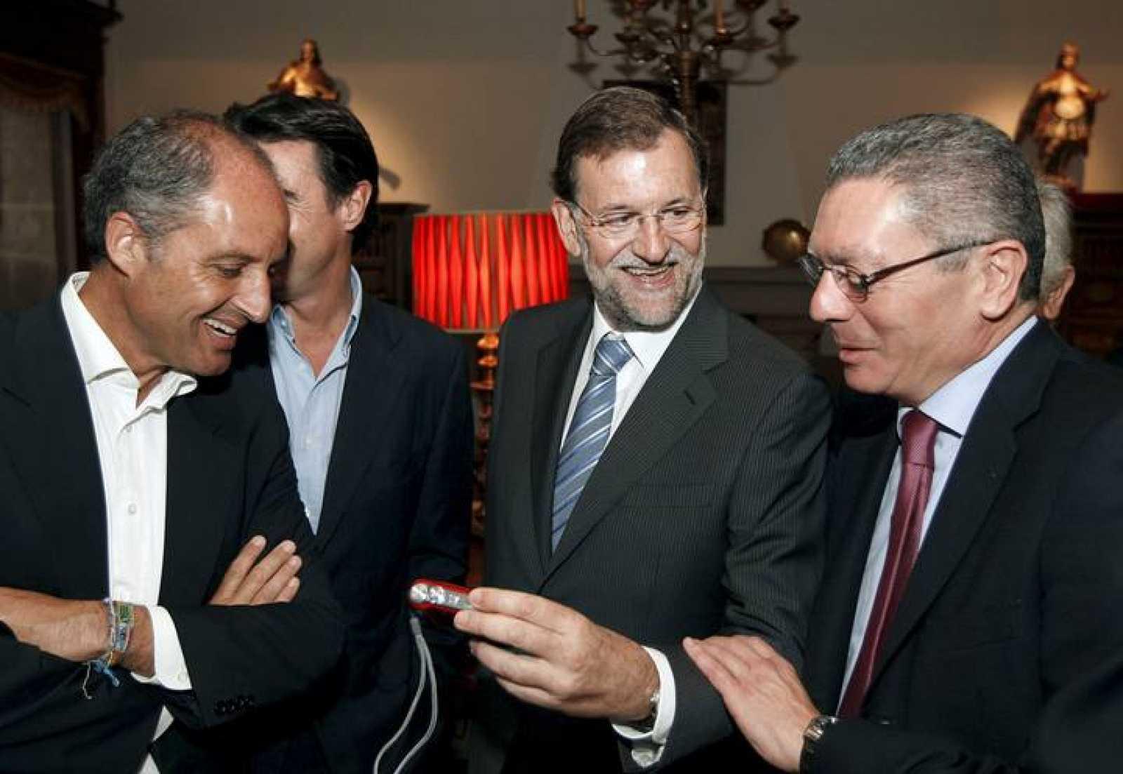 Mariano Rajoy, junto al presidente de la Comunidad Valenciana, Francisco Camps, y al alcalde de Madrid, Alberto Ruiz Gallardón.