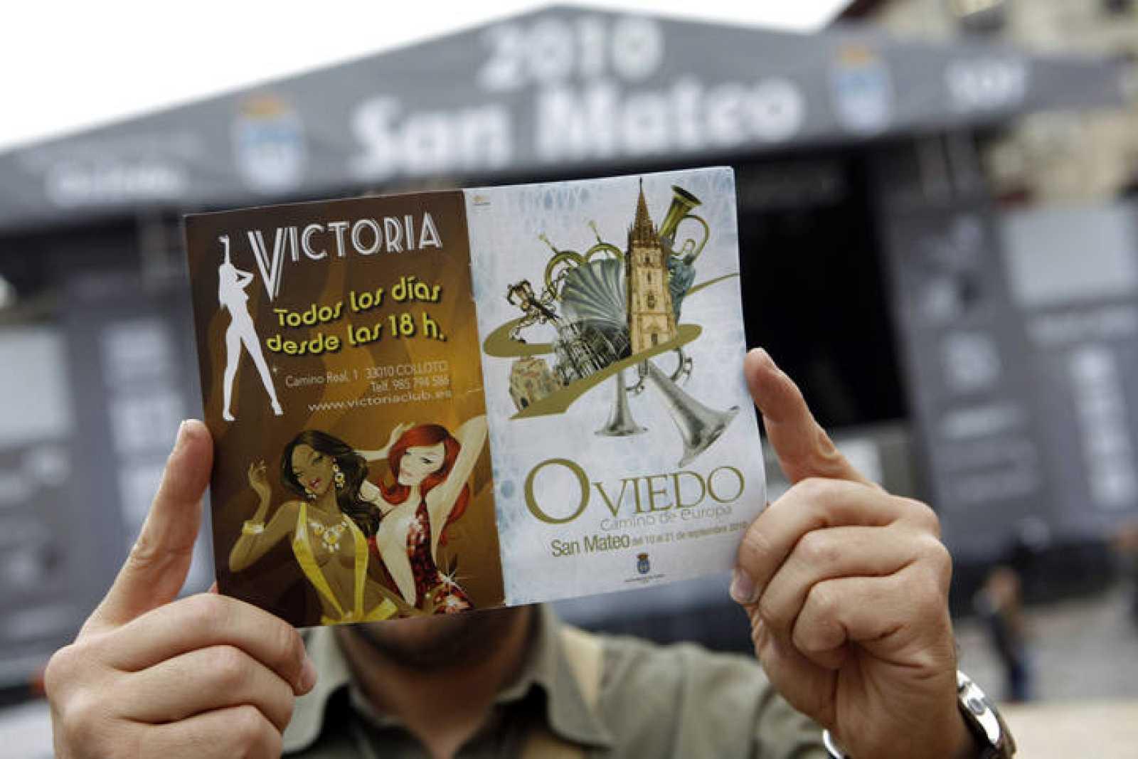 La contraportada del folleto de fiestas de Oviedo es un anuncio de un club de alterne