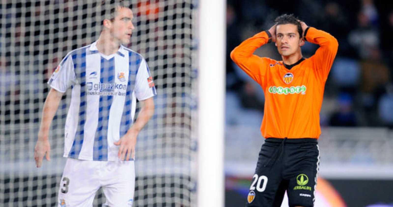 El valencianista Ricardo Costa se lleva las manos a la cabeza tras fallar una clara ocasión de gol.