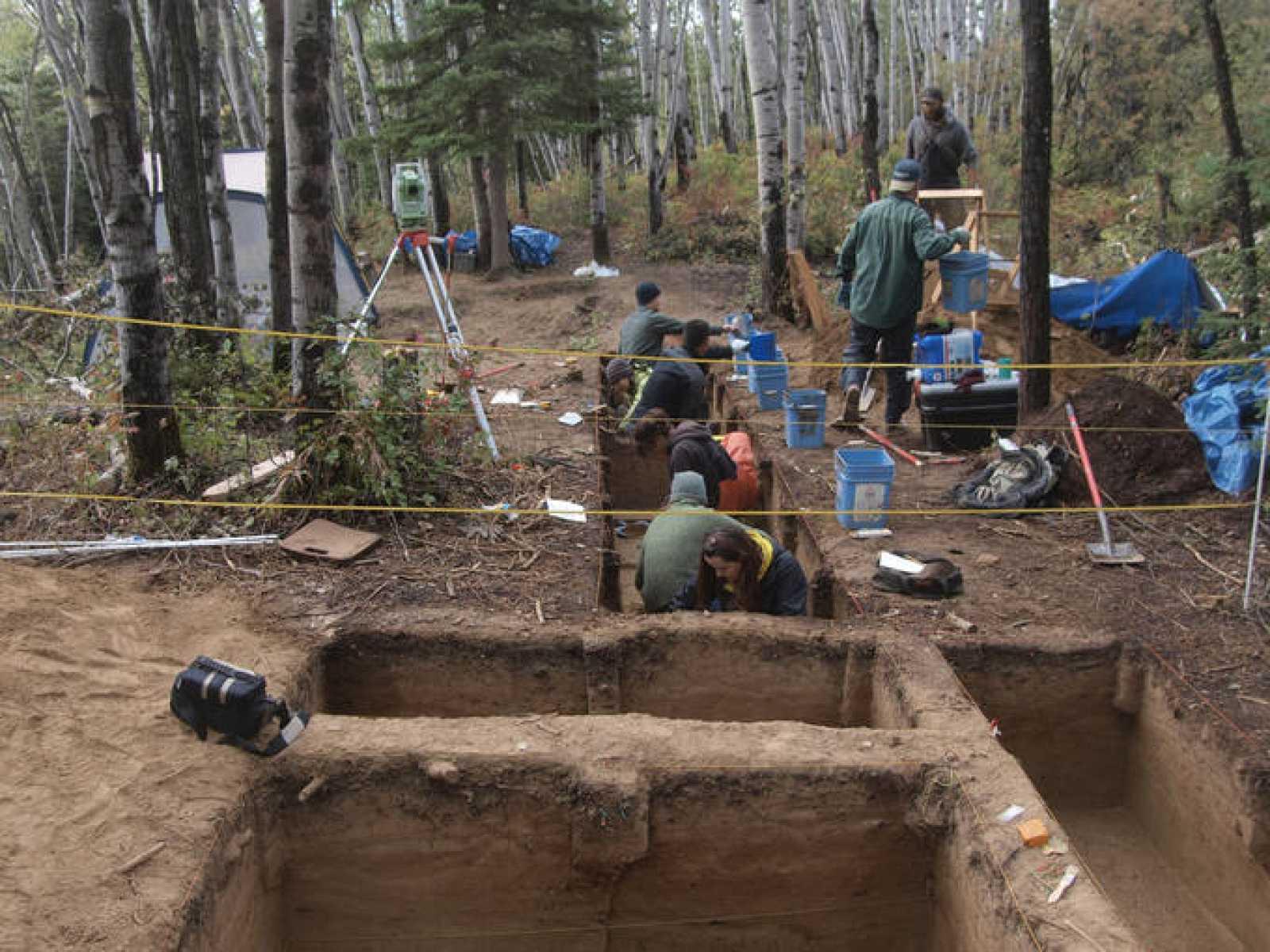 La fosa se ha encontrado en las ruinas de una casa de 11.500 años de antigüedad situada en Alaska central.