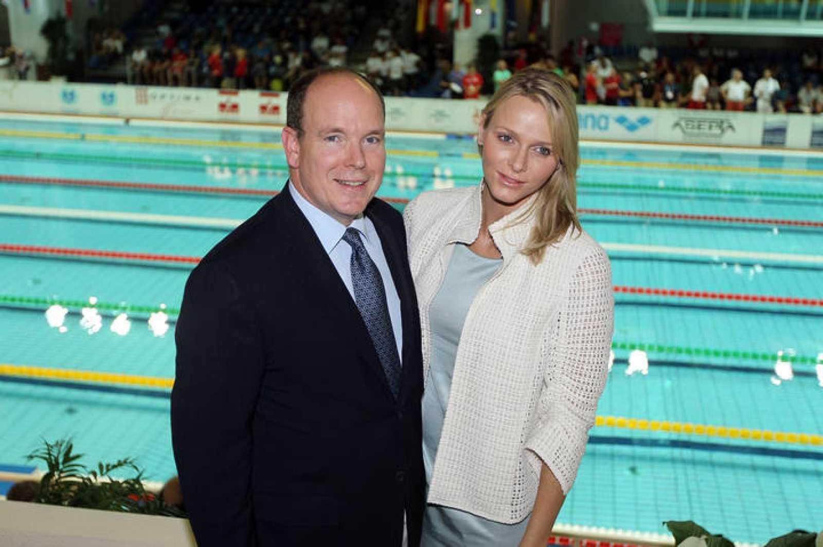 Alberto de Mónaco y Charlene Wittstock en las piscinas del Marenostrum, donde se conocieron en el año 2000.